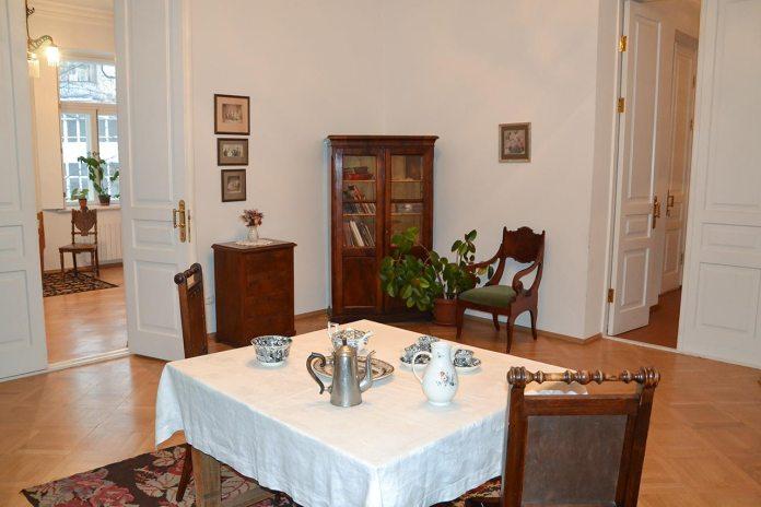 Меморіальна експозиція «Вітальня» в Історико-меморіальному музеї Михайла Грушевського в Києві