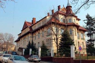 Колишнє приміщення санаторію Червоного Хреста та клініка лікаря К. Солецького, нині – шпиталь прикордонних військ