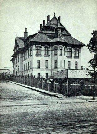 Будівля клініки Солецького, споруджена у стилі гуцульської сецесії. Фото 1912 року