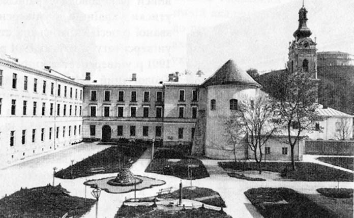 Вигляд внутрішнього двору Греко-католицької семінарії (поч. ХХ ст.)