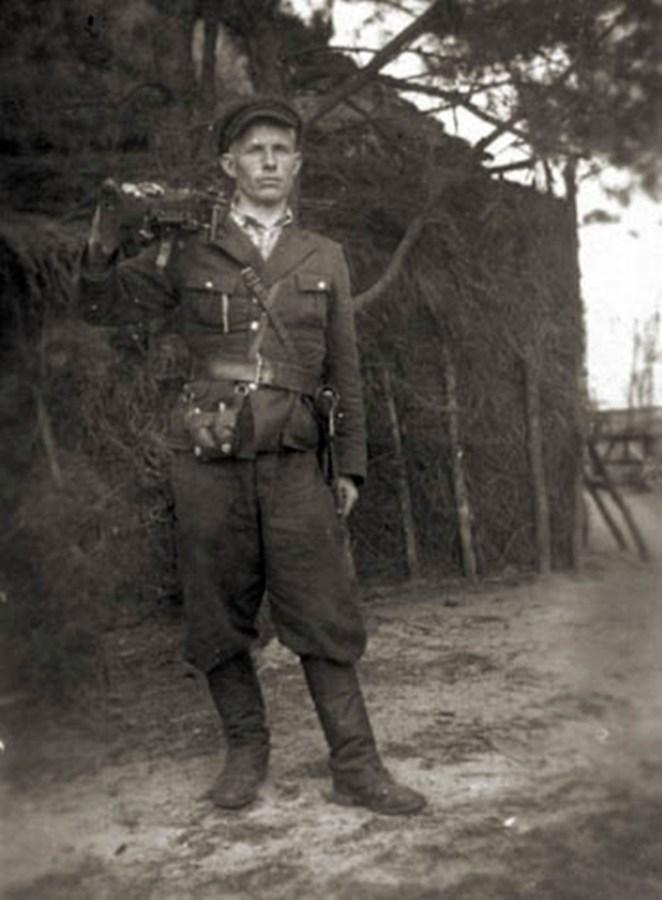 Повстанець-кулеметник із Тернопільщини, 1944 рік. Джерело: Архів ЦДВР