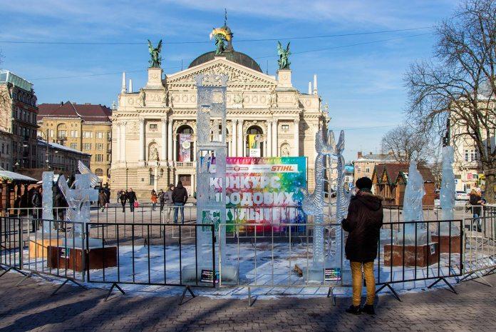 Експозиція робіт конкурсу льодових скульптур у Львові