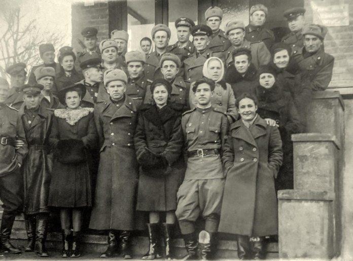 Трускавець. Група відпочивальників Військового санаторію ПрикВО, 1945 рік