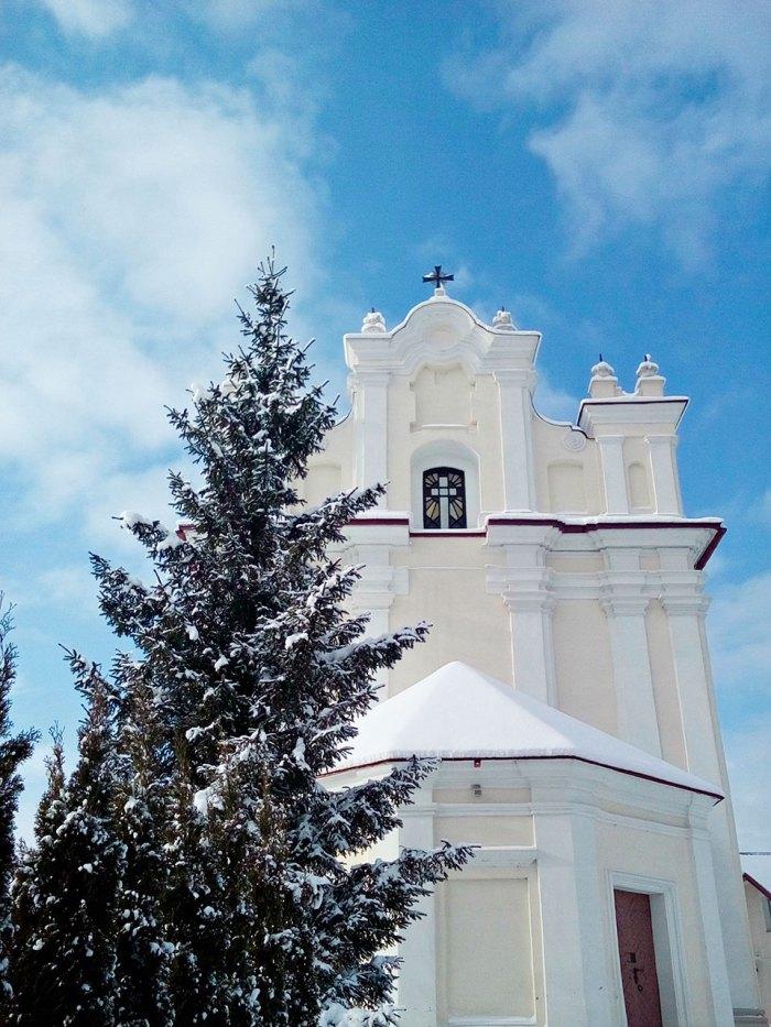 Головний фасад костелу Пресвятої Трійці в Івано-Франковому (колишній Янів), фото Ірини Хлян, 2017 рік