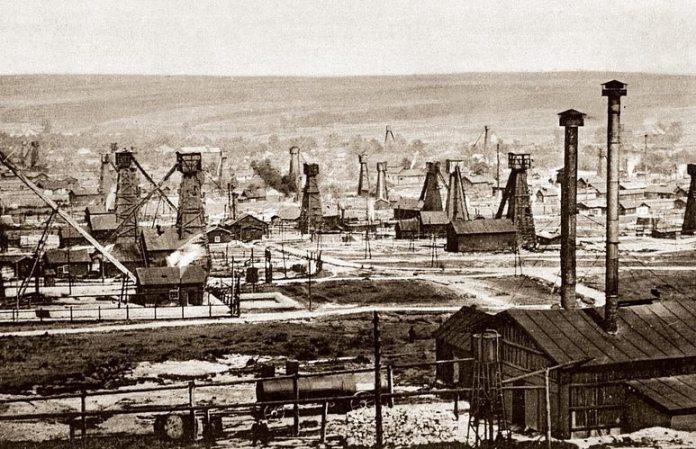 Нафтові вишки в Тустановичах, 1914 рік