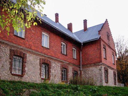 Монастир сесер Бенедиктинок у Лисиничах з каплицею(сучасна школа)