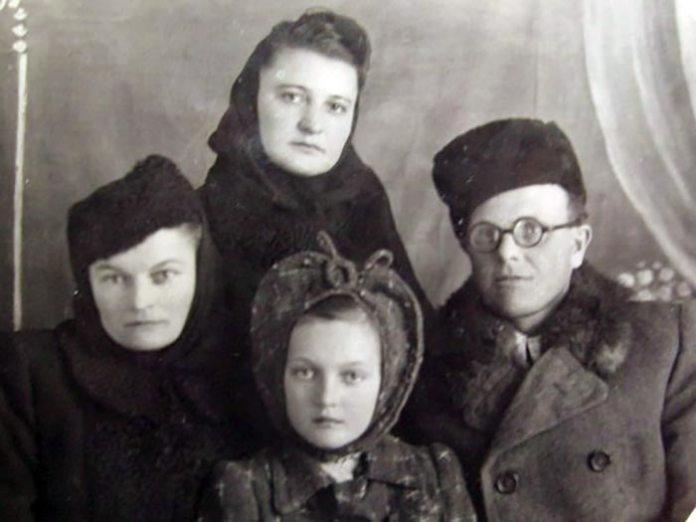 Надія Крутяк (вгорі), Ольга Шух , Іван Шух. Родичі у котрих проживала Надія в п. Туім