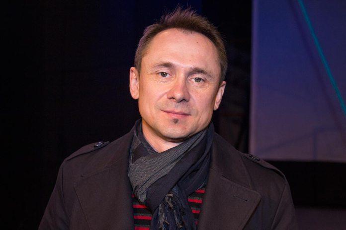 Актор Олег Сікиринський