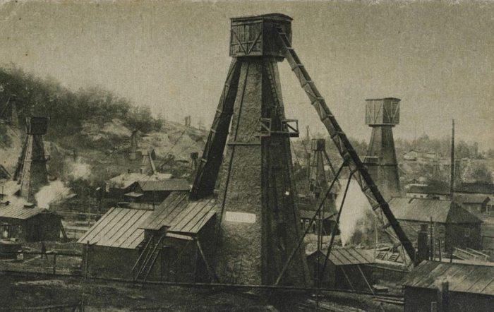 Борислав. Нафтові вишки. Поштівка 1921 року.