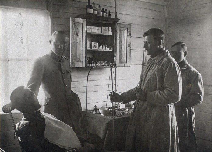 """Безкоштовний стоматологічний кабінет в """"Будинку польського солдата"""", фото 1919 року"""