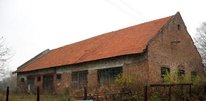 Господарська будівля у колонії Дорнфельд
