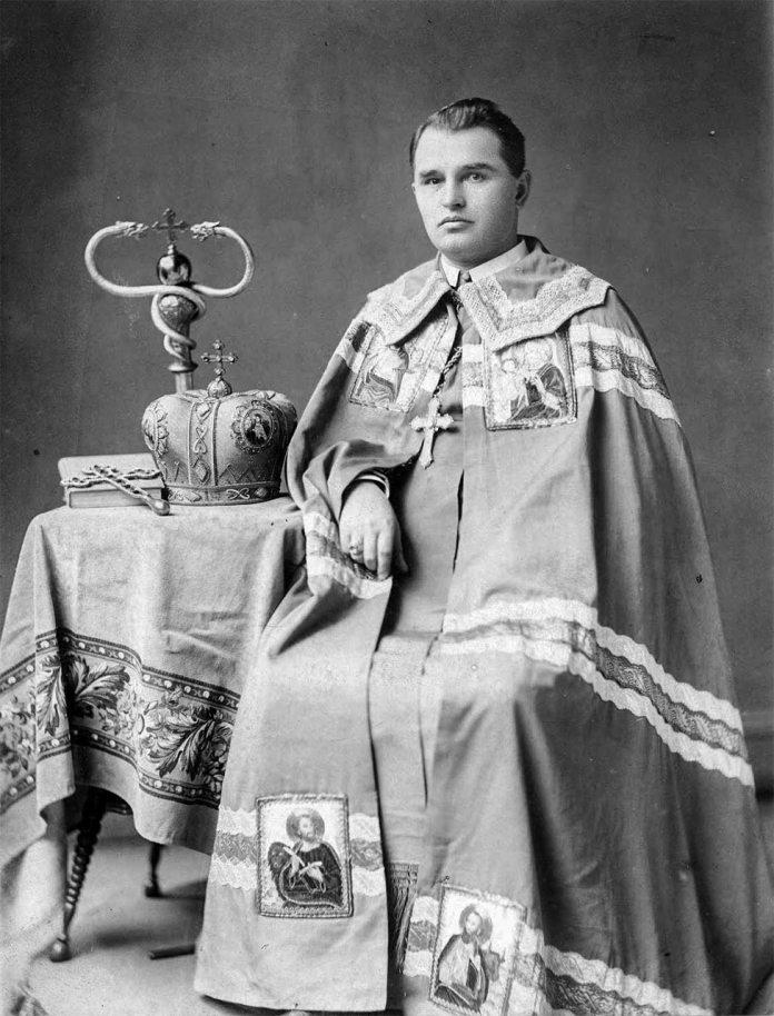 Кир Сотер. Перший єпископ Української Греко-Католицької Церкви у США Кир Сотер (світське ім'я Стефан Ортинський де Лабетц)