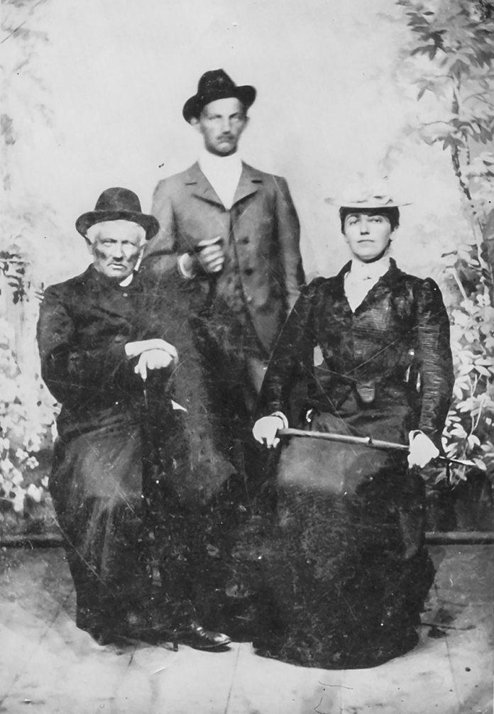 о. Амвросій Крушельницький з сином Володимиром і донькою Соломією