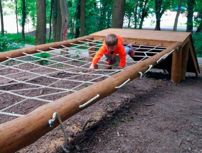 Пригодницьке дитяче містечко у львівському Парку культури та відпочинку імені Богдана Хмельницького