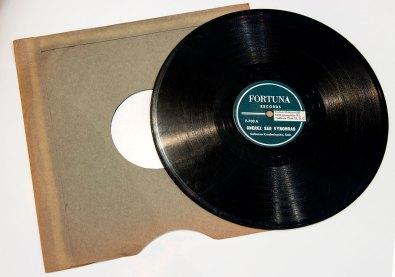 Платівки-копії, переписані з оригінальних матриць, з записами творів у виконанні С. Крушельницької.