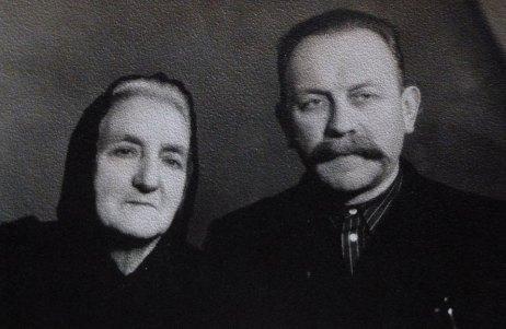 Отець Василь Величковський з матір´ю Анною. Тернопіль, 1956 р.
