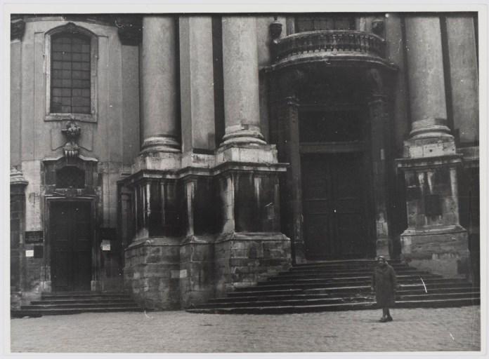 Вхід у Львівський музей історії релігії та атеїзму (Домініканський собор), фото 1976 року