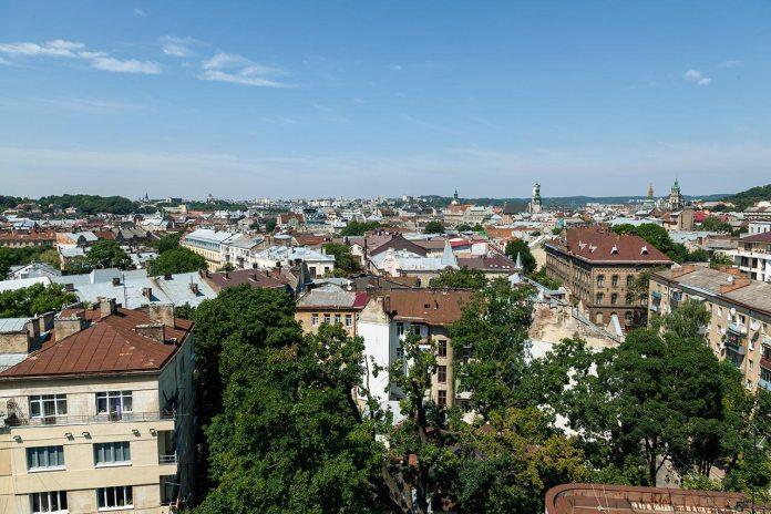 Панорама Львова з даху Євроготелю. Фото Роман Метельський, 20 липня 2017 року