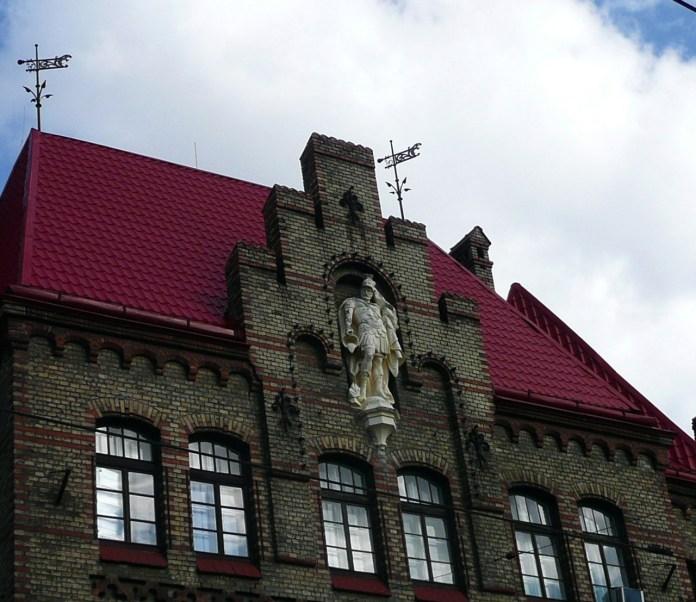 Скульптура Св. Флоріана на будинку по вул. Підвальна, 6
