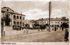 Ратуша і частина північної сторони приринкової забудови (сучасна вул.Коротка), джерело - http://rawa-ruska.at.ua/53.jpg