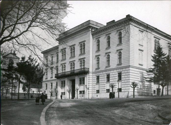 Палац латинських архієпископів. Фото Марека Мюнца,1925