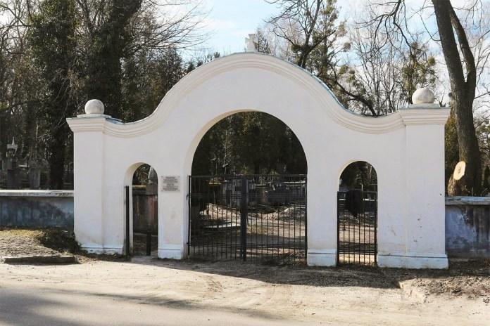 Вхід на Австрійський військовий цвинтар у Львові з сучасної вул. Марка Черемшини