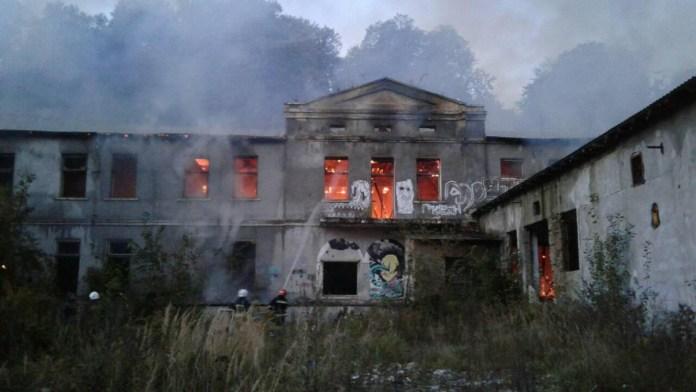 У Львові горів закинутий завод