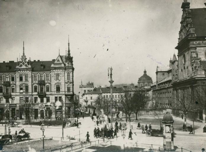 Площа Соборна, 2а (колишня Бернардинська площа) у Львові, де містилося Консульство Франції