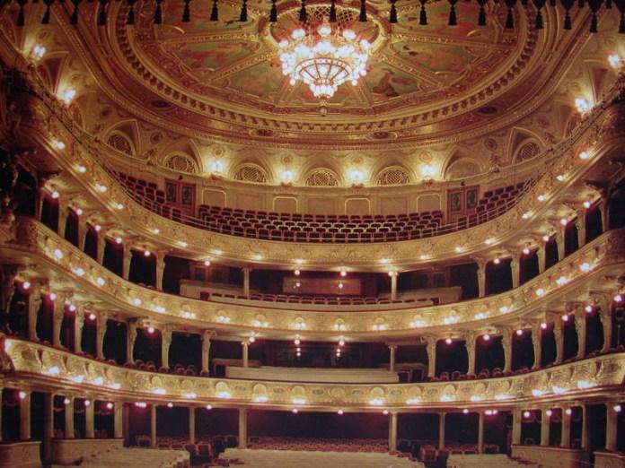 Глядацький зал Львівської Опери