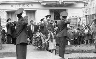 Відкриття пам'ятника Михайла Грушевському у Львові 12 червня 1994 року. Фотографія Любомира Криси