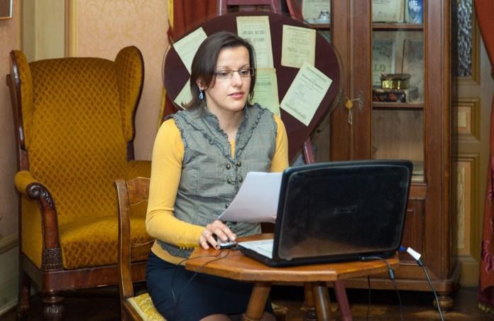Молодший науковий співробітник ХММ Олени Кульчицької Надія Ленько