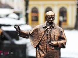 Пам'ятник Тарасові Шевченку для незрячих у Львові. Фото: Олена Ляхович, Гал-інфо