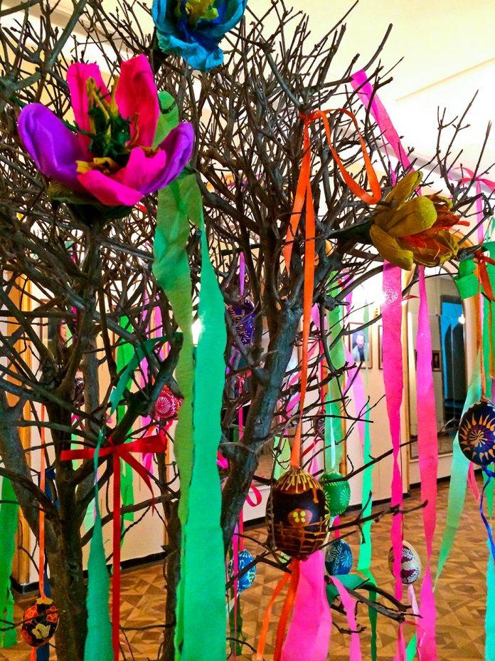 Писанкове дерево у заньківчанському театрі
