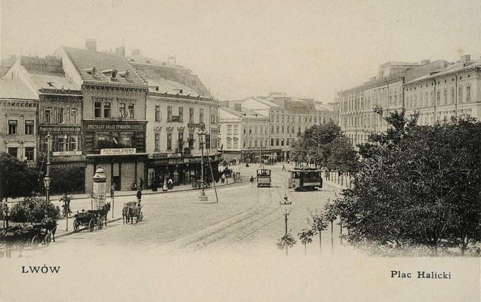 Кінний та електричний трамваї на площі Галицькій. Стара листівка із колекції трамвайного депо №1