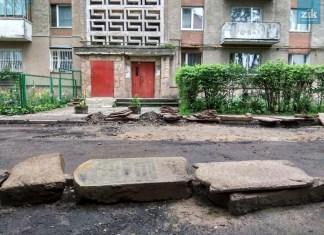 Єврейські надгробні плити, знайдені під час ремонту вулиці Ганни Барвінок у Львові. Фото: Юра Мартинович/ZIK
