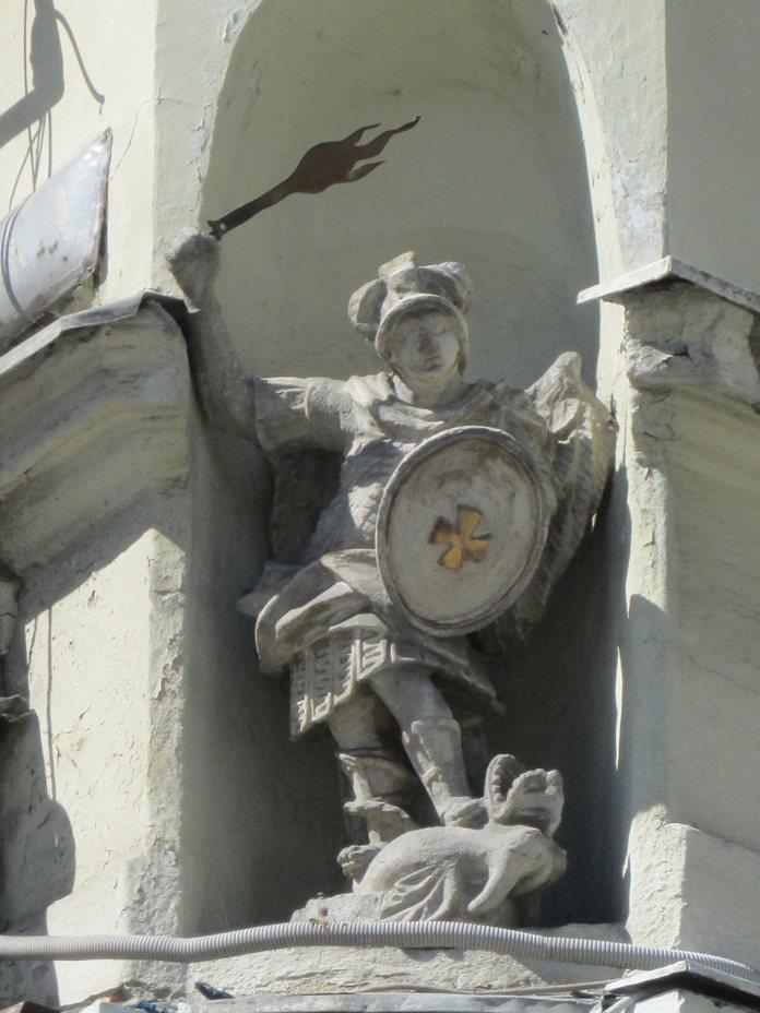 Фігура Архистратига Михаїла, пл. Галицька, 3. Фото Мар'яни Іванишин.