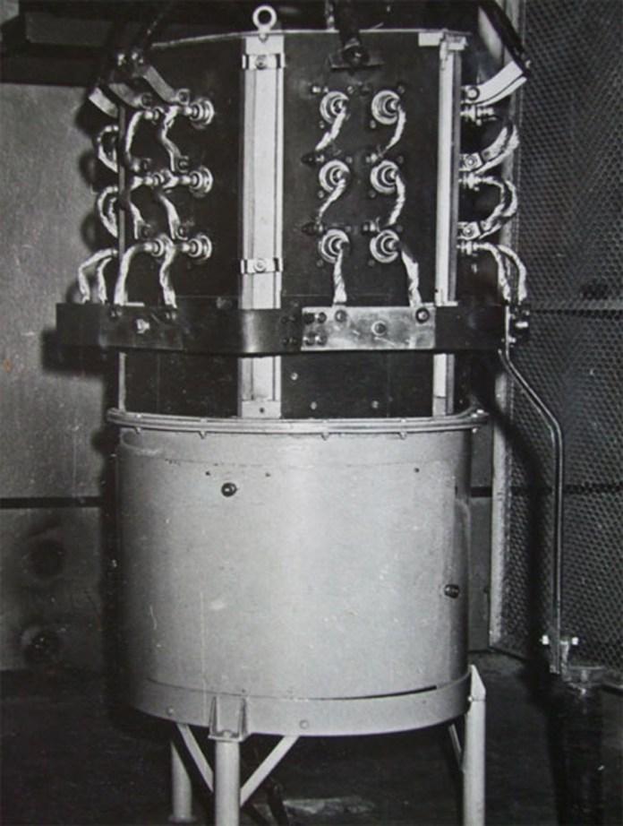 """Експериментальний напівпровідниковий випрямляч. Кінець 1960-х років. Фото із колекції ЛКП """"Львівелектротранс"""""""