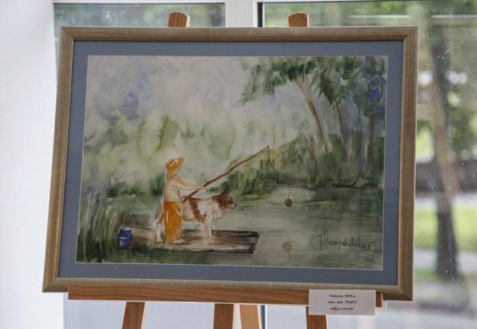 """Експозиція виставки акварельного живопису Тетяни Гамрищак """"Коли з`являється ластовиння""""."""