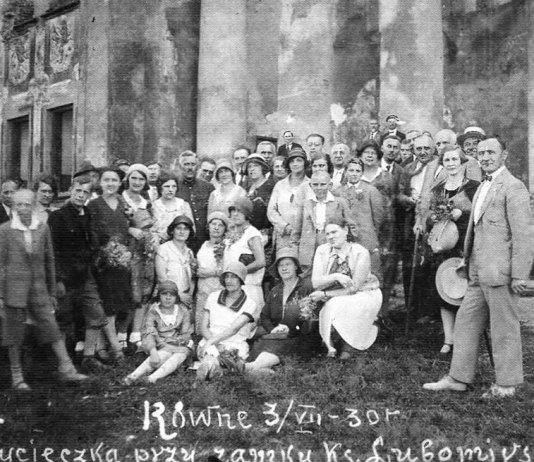 Екскурсія до Рівненського палацу. Фото від 3 липня 1930 року