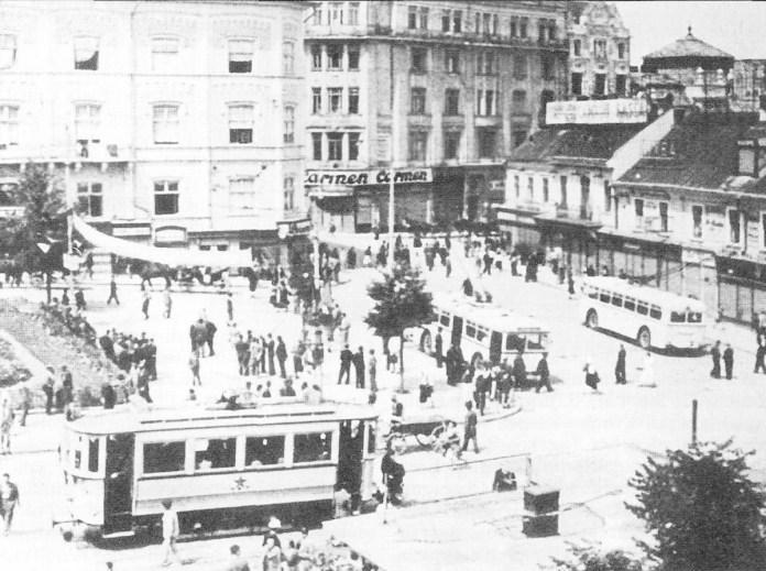 Трамвай та тролейбуси MAN на Центральній площі Чернівців. 1940 р. Фото із колекції С.А. Тархова.