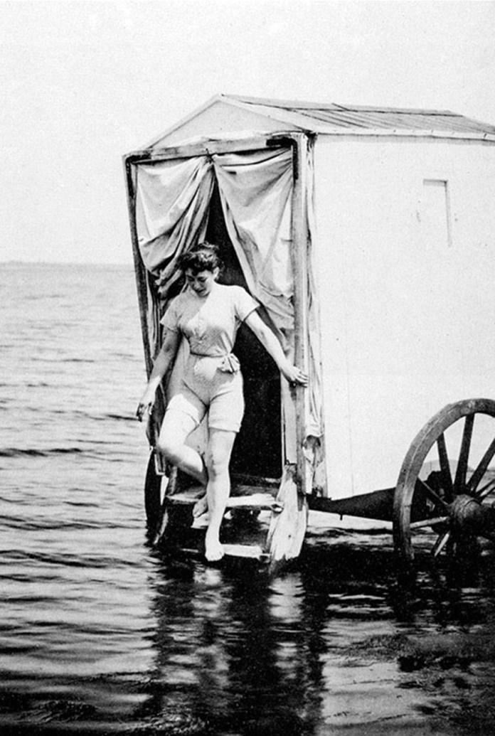 Так виглядали купальні на початку ХХ ст., фото з мережі Інтернет