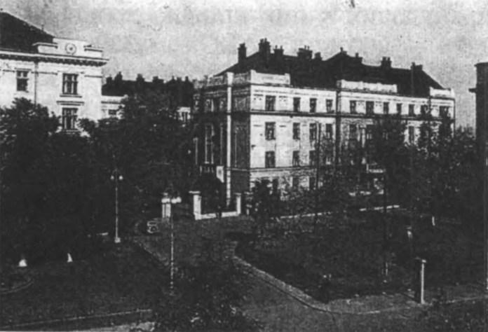Житловий будинок, споруджений для залізничників у Станіславові