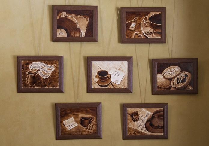 Експозиція виставки Ольги Шишунової «Від броварні до кав'ярні»