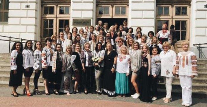 У Львові відбулось дефіле освітян із 36 країн світу в сучасному українському національному одязі