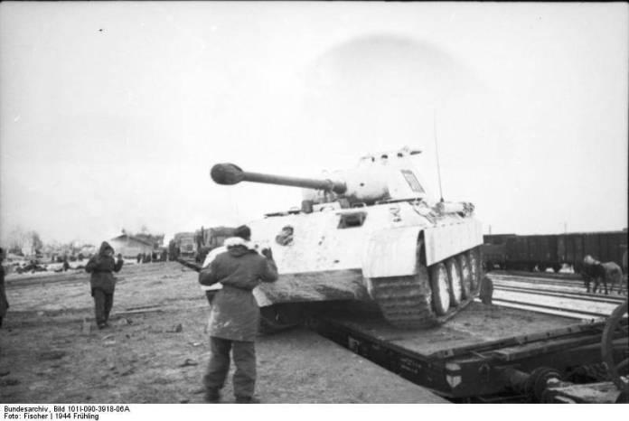 Прибуття на станцію Мацеїв 8 роти 5 танкового полку СС. reibert.info
