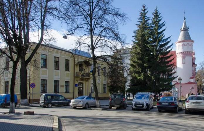 Колишня чоловіча школа ім. Міцкевича. Сучасне фото
