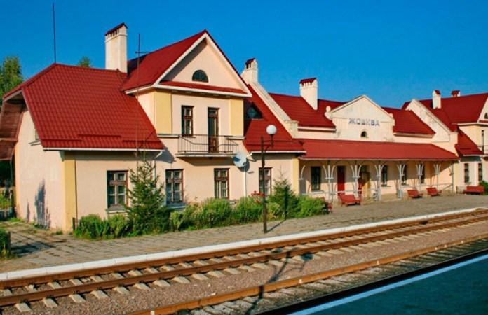 Вокзал у Жовкві. Сучасне фото. 2015 р.
