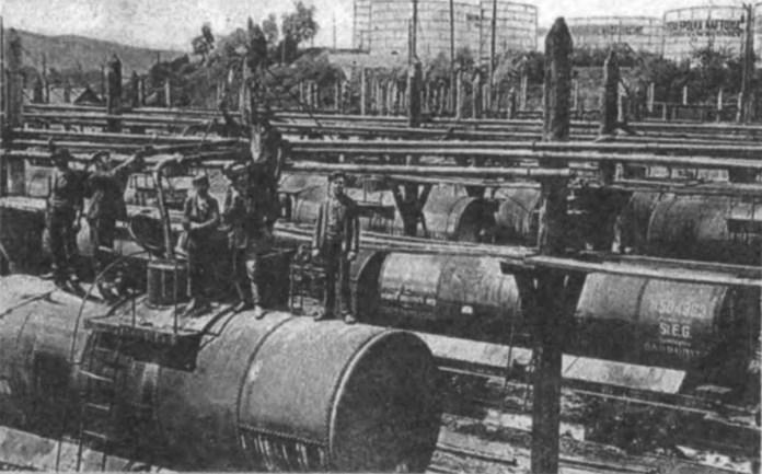 Цистерни із нафтою на станції Борислав. Фото кінця ХІХ ст.