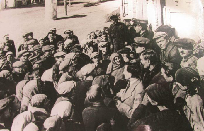 Сеанс пропаганди на вулицях Рівного, вересень 1939