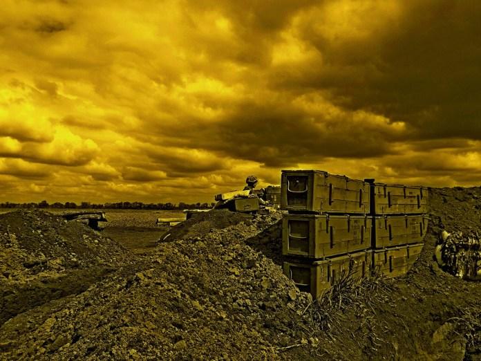 Експозиція фотовиставки о. Андрія Дуди «Воїни світла»
